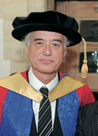 Jimmy Page received an honorary doctorate from Berklee College of Music on Saturday May 10th.