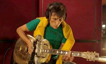 Click here to watch the worldwide premiere of Ronnie Wood's new single: a 2015 reimagining of his 1965 composition, 'How Can It Be?'