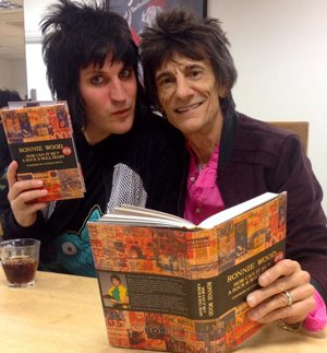 Noel Fielding interviewed Ronnie Wood at Waterstones Piccadilly on Friday. The two discussed Ronnie's new book and his life in music, and as you could imagine kept the audience very entertained.